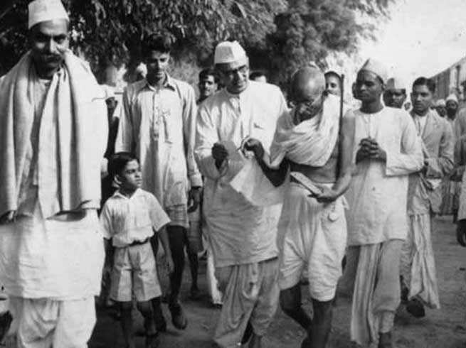 Gandhiji during Champaran movement