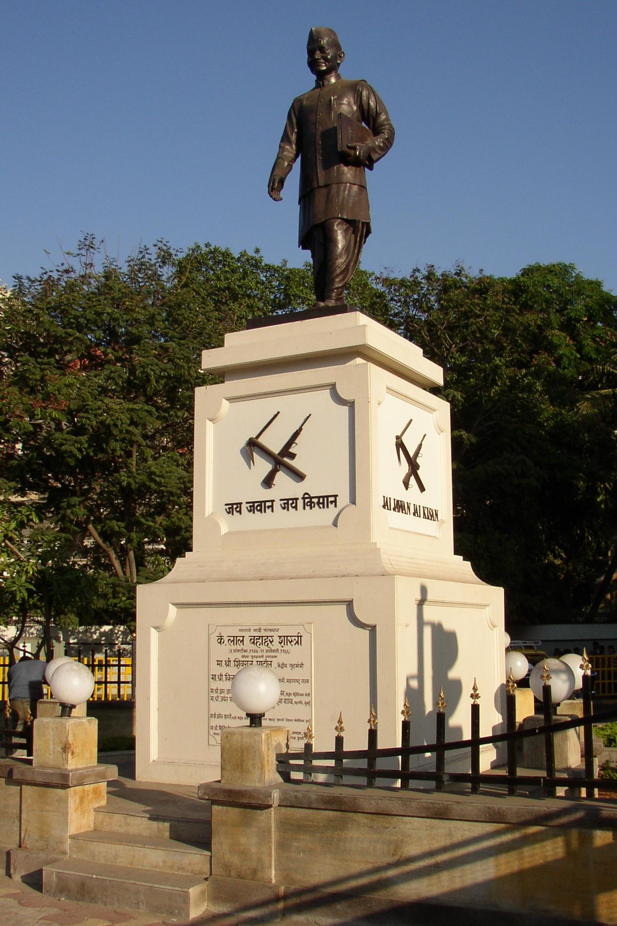 Statue of Shastri in Mumbai