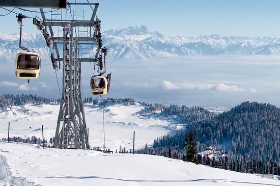 Beautiful snow mountains in Gulmarg