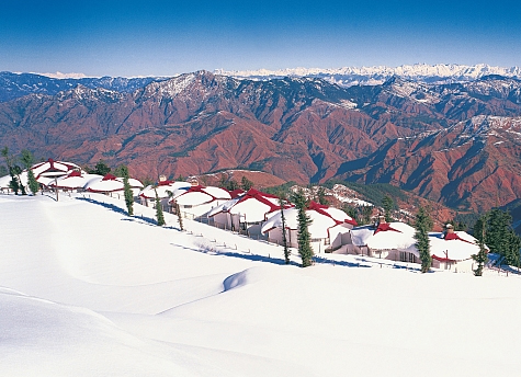 Skiing places in India