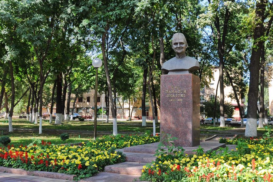Statue of Shastri in Tashkent